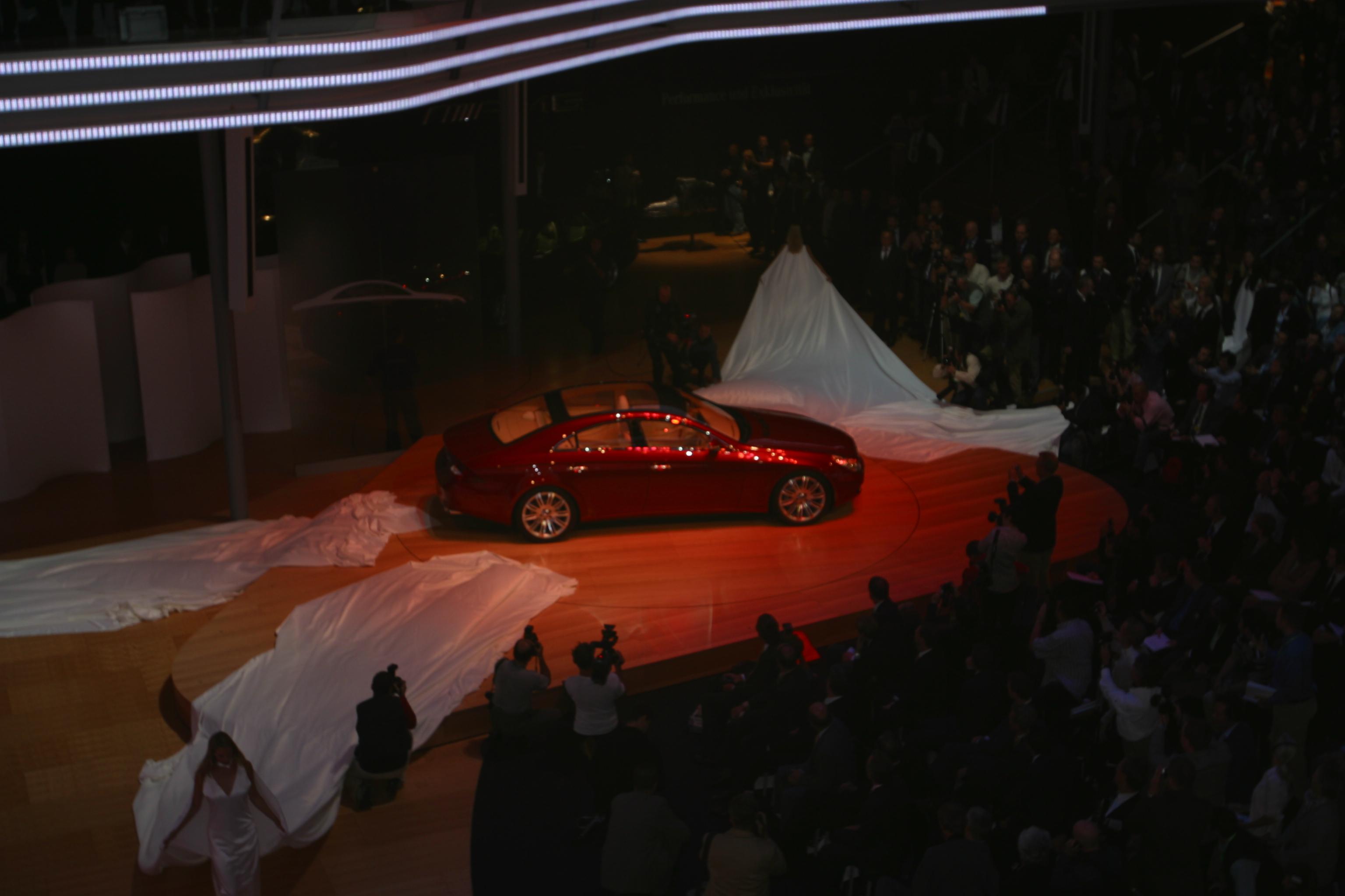 Weltpremiere Vision CLS Daimler Chrysler // E ntwurfund Anfertigung :/ Kostümbild tatjana lüpsen