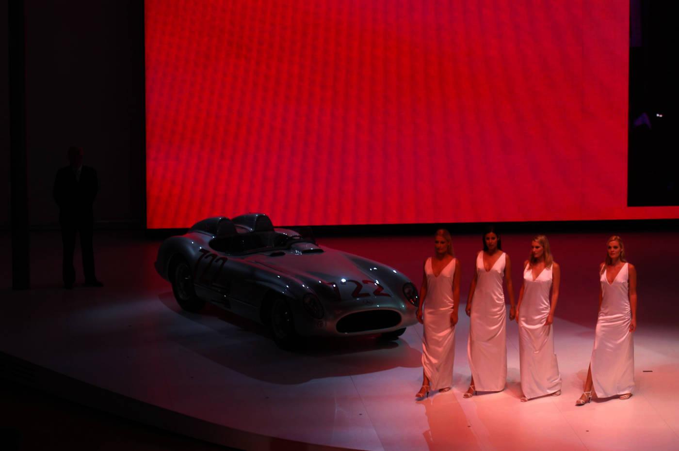 Weltpremiere Vision CLS Daimler Chrysler // entwurf und Anfertigung :/ Kostümbild tatjana lüpsen